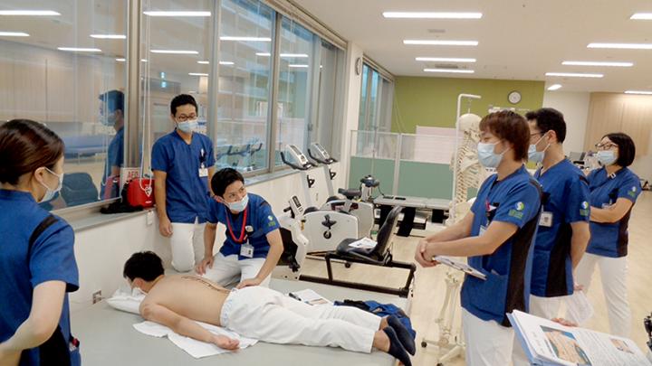 令和2年9月 高山PTより体表解剖(体幹)をテーマに、実技を含めた勉強会を行いました